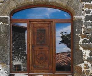 Réalisation de encadrement de porte en pierre de taille